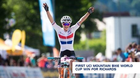Evie Richards cycles to win